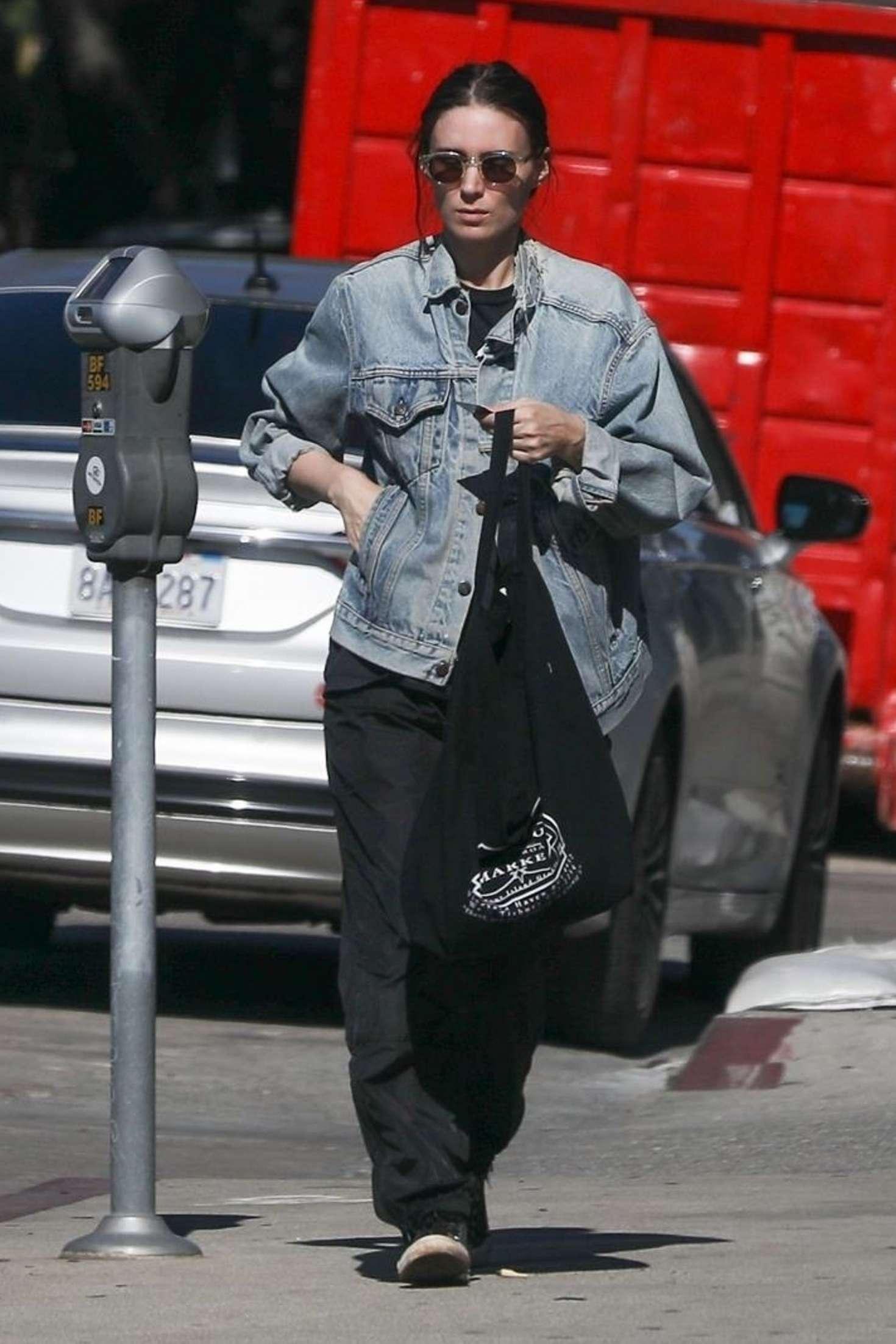 Rooney Mara 2019 : Rooney Mara: Shopping in West Hollywood -09