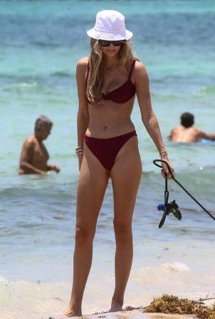 Roosmarijn de Kokin Bikini - On the beach in Miami