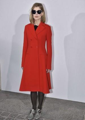 Rosamund Pike - Christian Dior Fashion Show 2016 in Paris