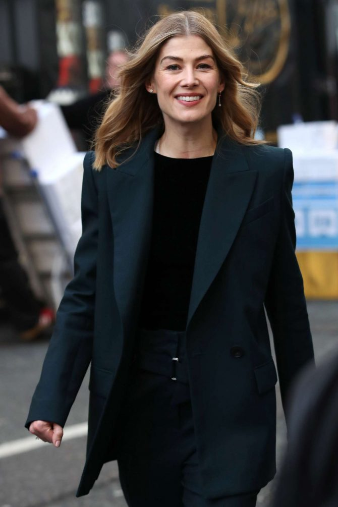 Rosamund Pike – Out and about in London