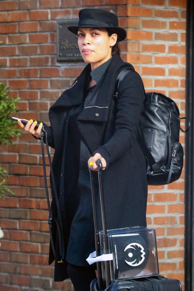 Rosario Dawson - Catching a cab in New York