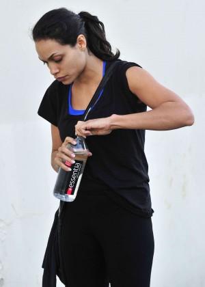Rosario dawson leaving the gym in santa monica for Gimnasio fitness rosario