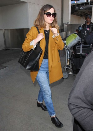 Rose Byrne - Arrives at Los Angeles International Airport
