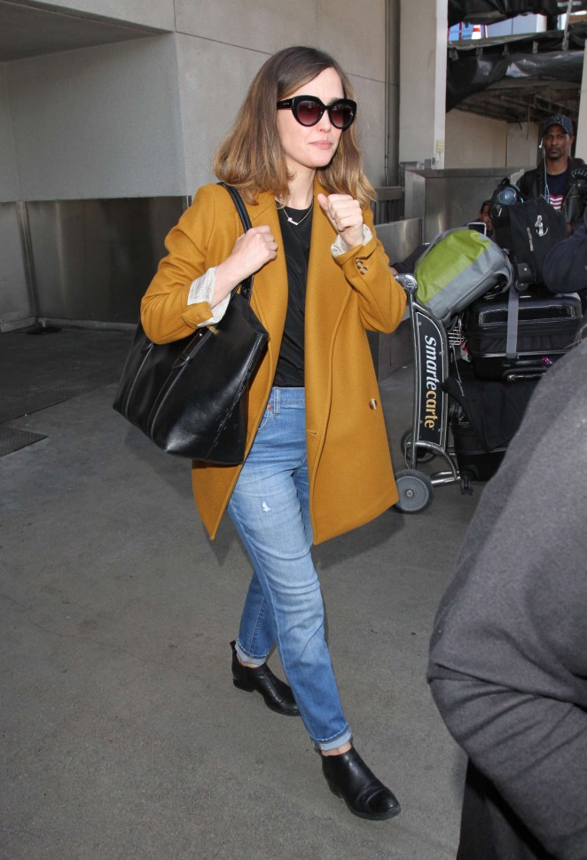 Rose Byrne – Arrives at Los Angeles International Airport