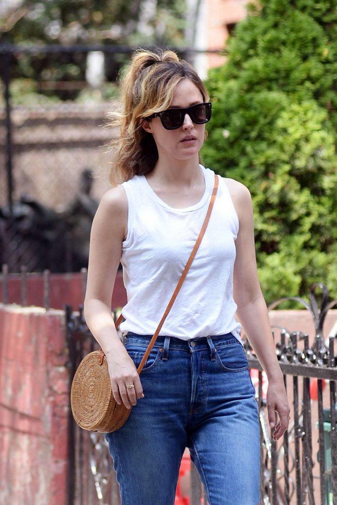 Rose Byrne - Having lunch in Brooklyn