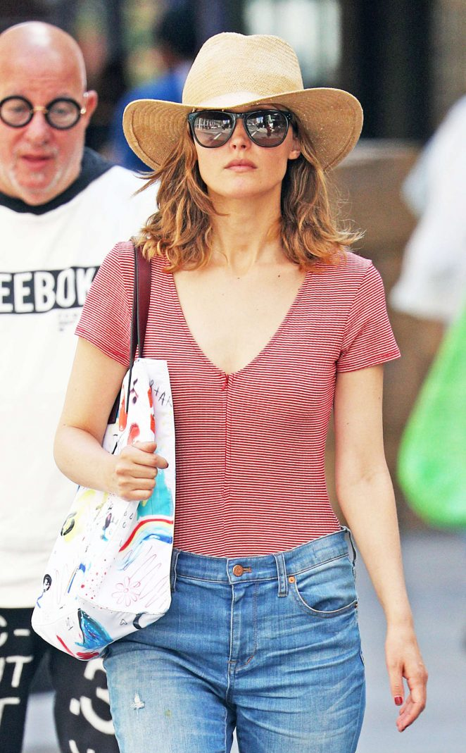 Rose Byrne in Jeans Shopping in New York