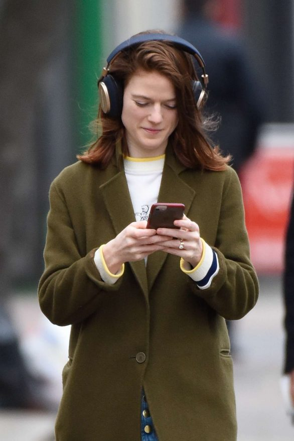 Rose Leslie - Picking up some groceries in London