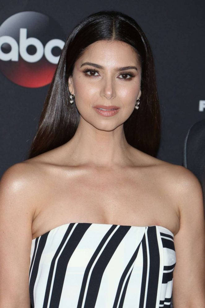 Roselyn Sanchez – Photocall at 2018 Disney-ABC-FREEFORM Upfront In New York