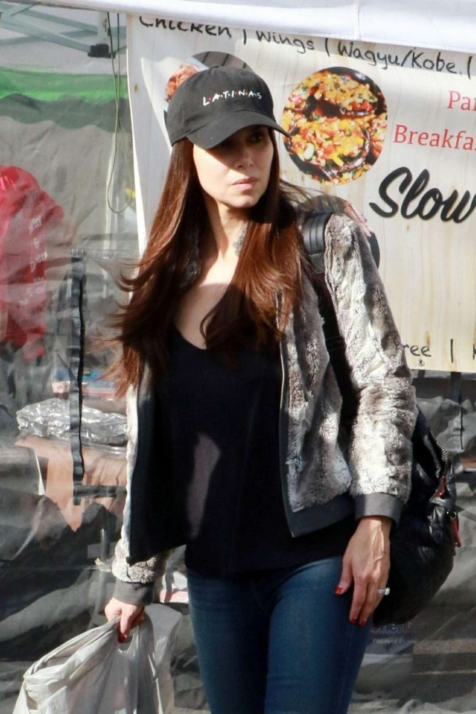 Roselyn Sanchez – Shopping at the Farmer's Market in Los Angeles