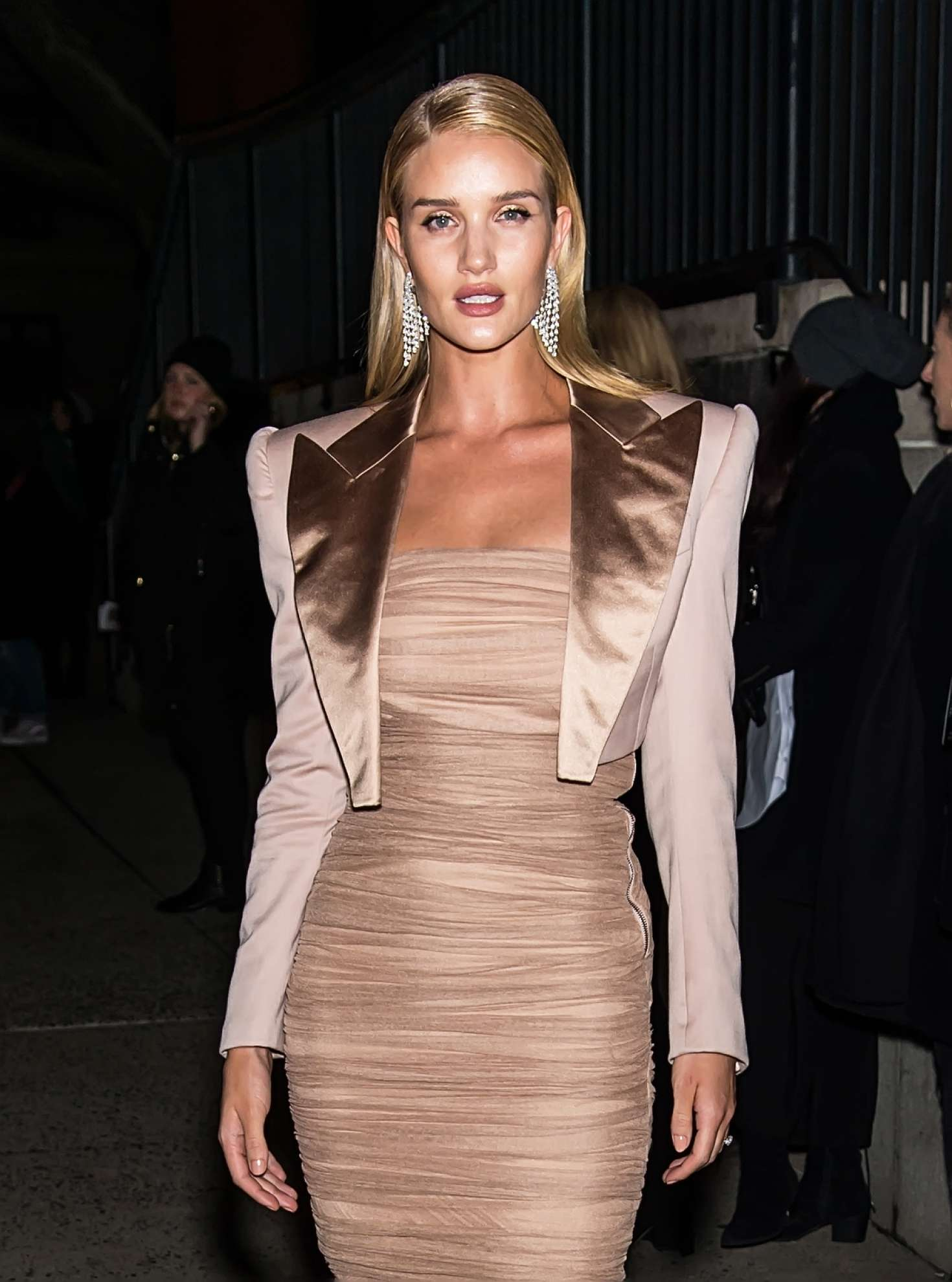 Palm Springs Ford >> Rosie Huntington Whiteley - Arrives at Tom Ford Fashion ...