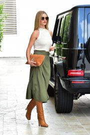 Rosie Huntington Whiteley - Arriving to an office building in Beverly Hills