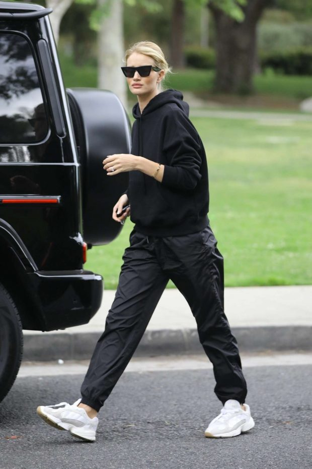 Rosie Huntington Whiteley at a park in Beverly Hills -06