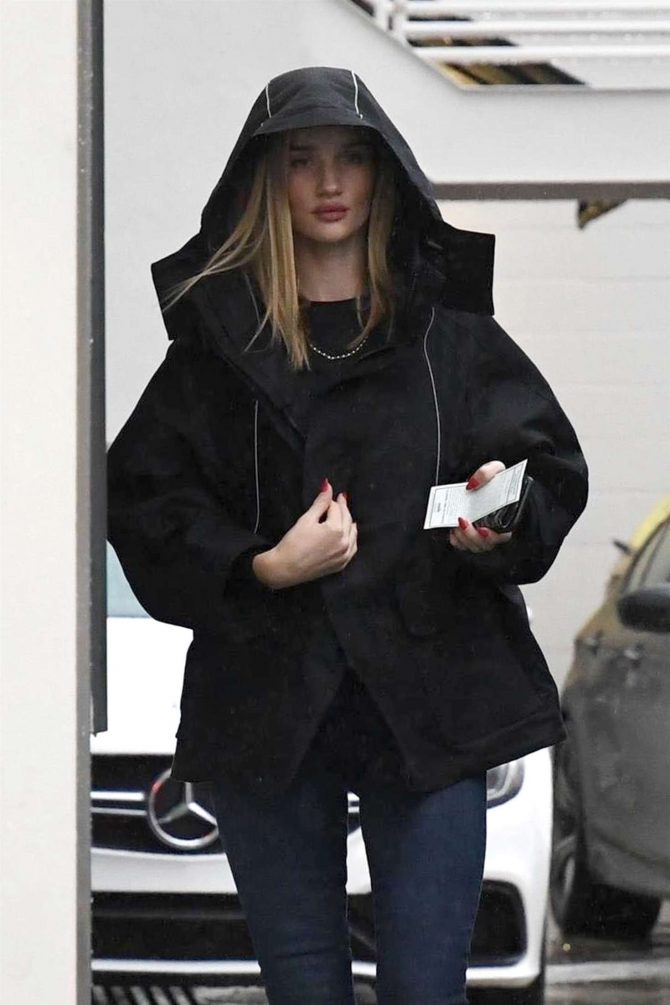 Rosie Huntington Whiteley at Lancer Dermatology in Beverly Hills
