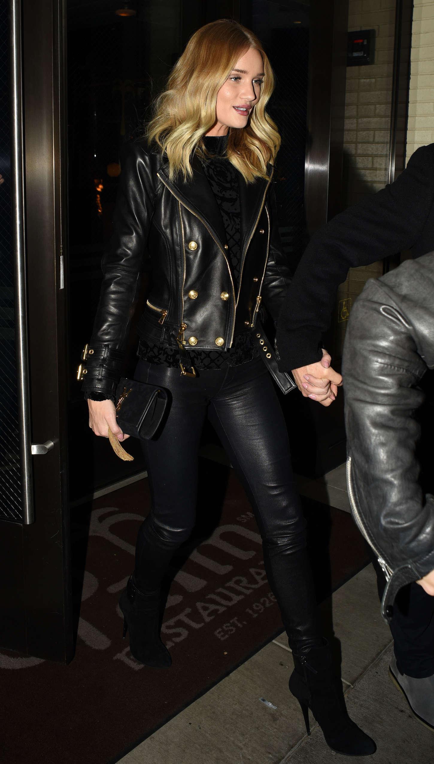Rosie Huntington Whiteley In Leather Pants 06 Gotceleb