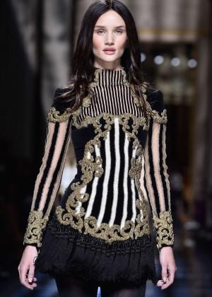 Rosie Huntington Whiteley - Balmain Fashion Show 2016 in Paris