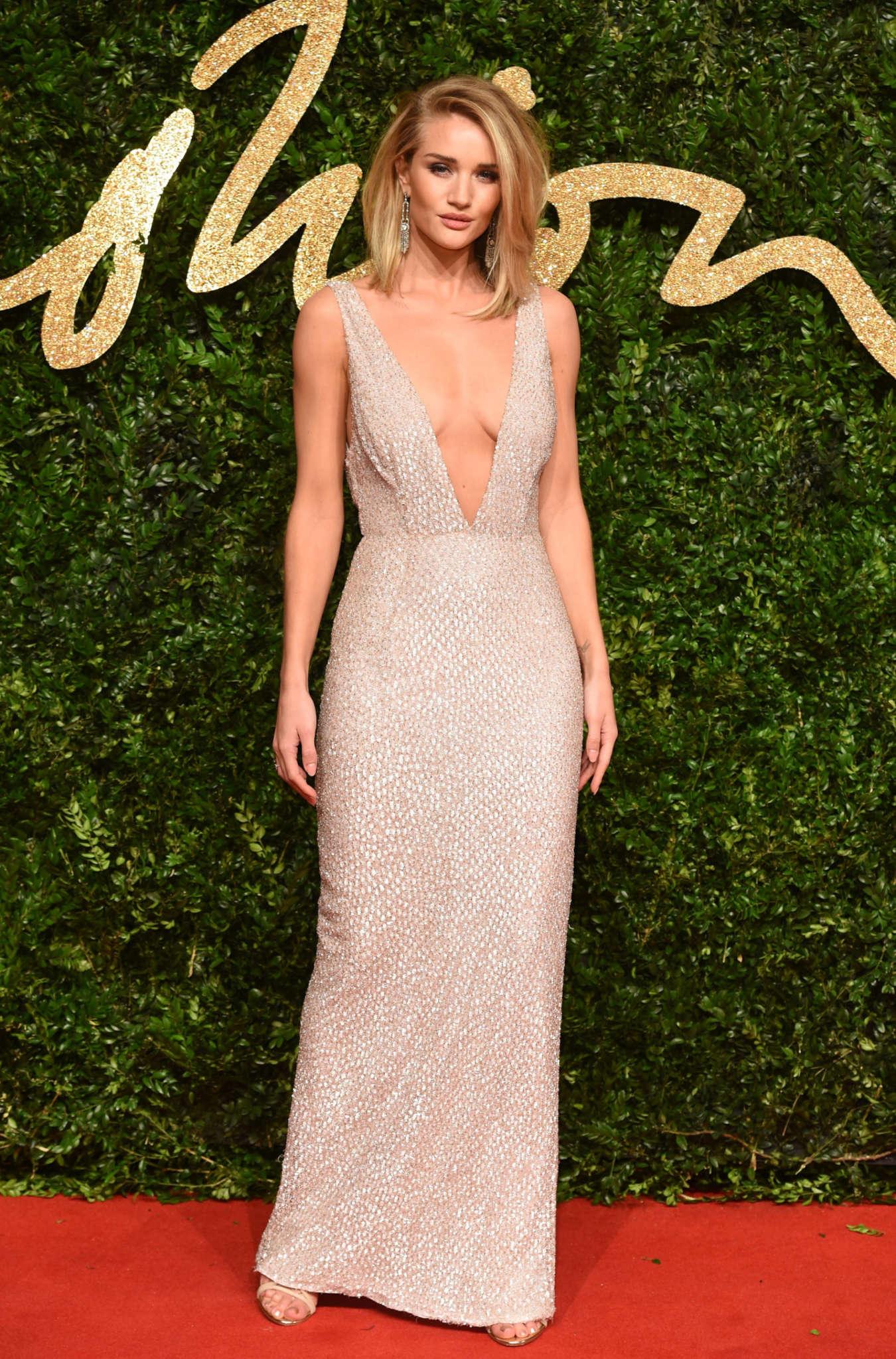 ¿Qué Hay De Mí? Capítulo 180 Rosie-Huntington-Whiteley:-British-Fashion-Awards-2015--03