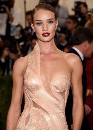 Rosie Huntington Whiteley - 2015 Costume Institute Gala in NYC