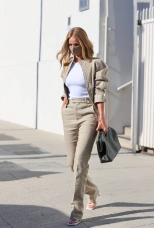 Rosie Huntington-Whiteley - Dons business look as she exits Milk Studios in Los Angeles