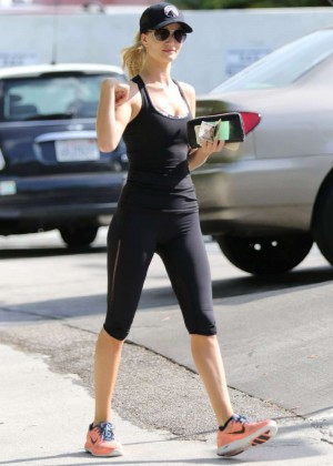 Rosie Huntington Whiteley - Going to the gym in Beverly Hills