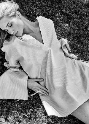 Rosie Huntington Whiteley - Harper's Bazaar Australia (October 2016)