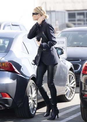 Rosie Huntington Whiteley - Heads to a meeting in Beverly Hills