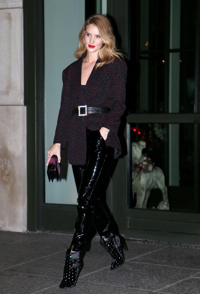 rosie huntington whiteley in black pants  u2013 leaving her