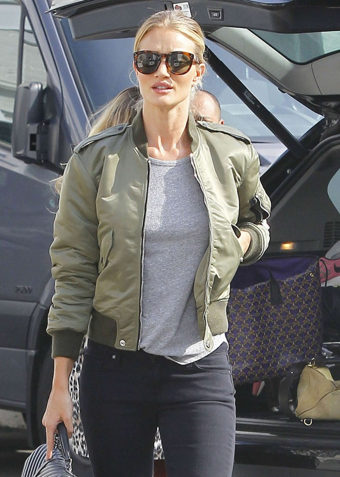 Rosie Huntington Whiteley in Tight Jeans Shopping in Los Angeles