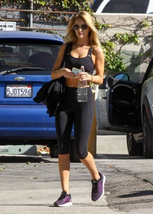 Rosie Huntington Whiteley in Tights Leaving the gym in LA
