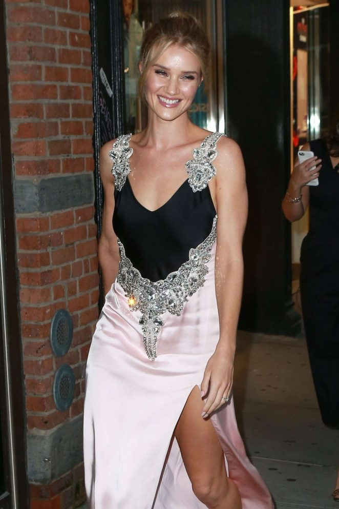 Rosie Huntington Whiteley – Leaving her hotel in New York