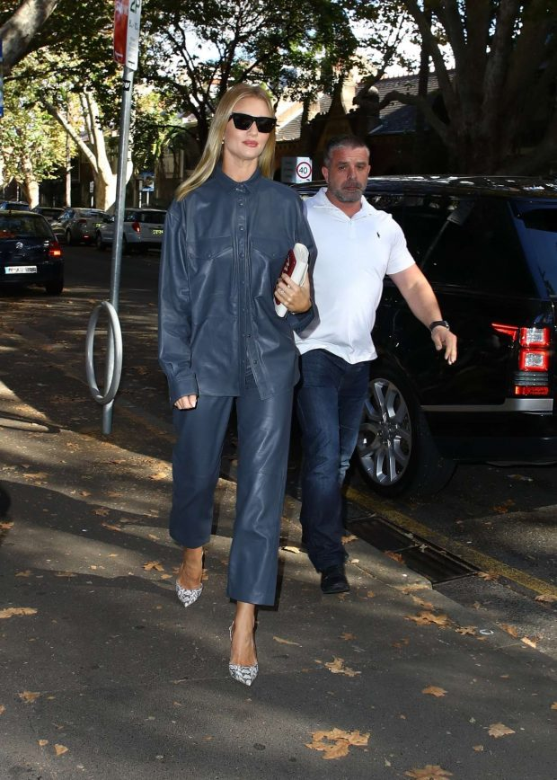 Rosie Huntington Whiteley 2019 : Rosie Huntington Whiteley: Out for coffee in Surry Hills-03