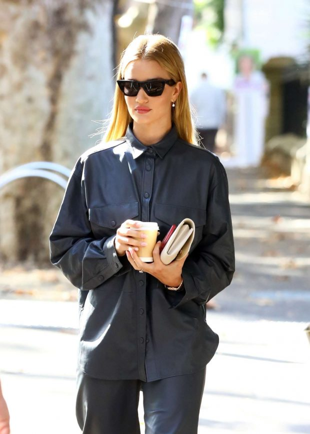 Rosie Huntington Whiteley - Out for coffee in Surry Hills