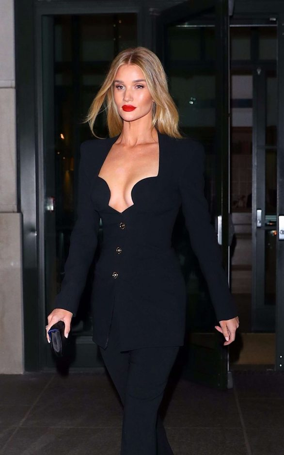 Rosie Huntington-Whiteley out to dinner in NYC