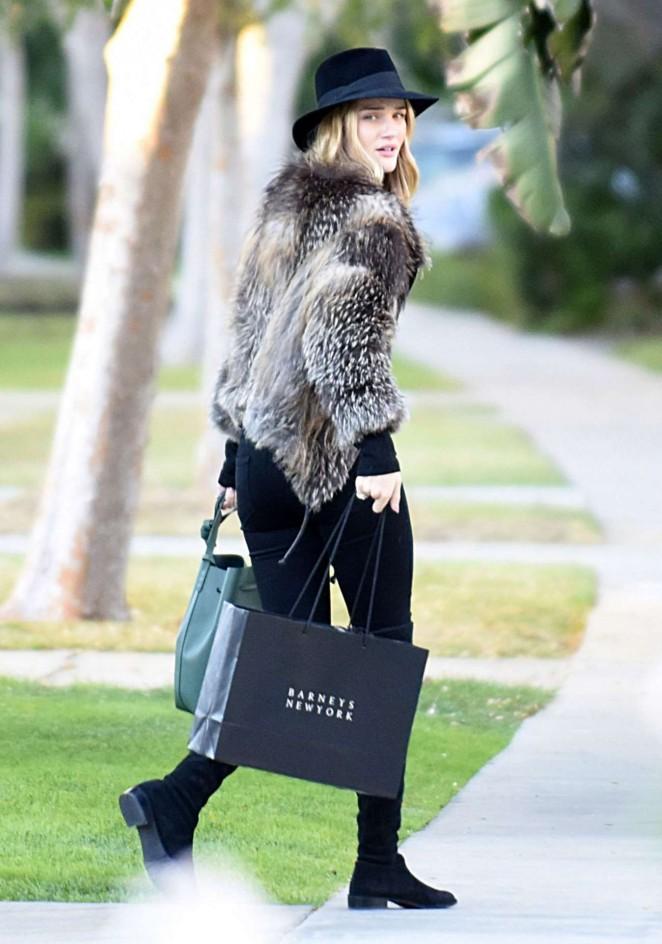 Rosie Huntington Whiteley Shopping in Beverly Hills