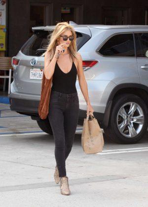 Rosie Huntington Whiteley Shopping in Malibu