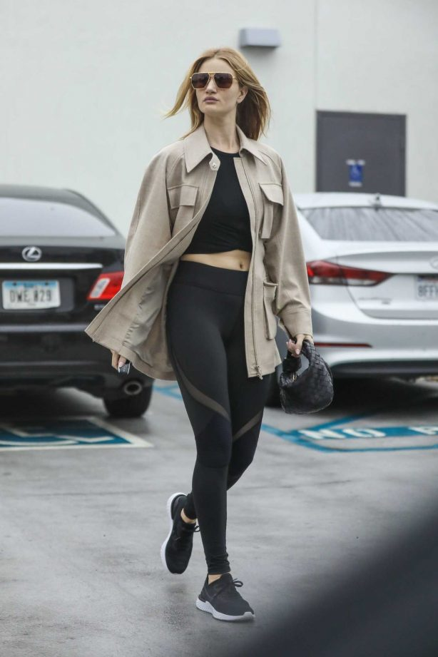 Rosie Huntington-Whiteley - Shows her abs at a Body Simone gym in Beverly Hills