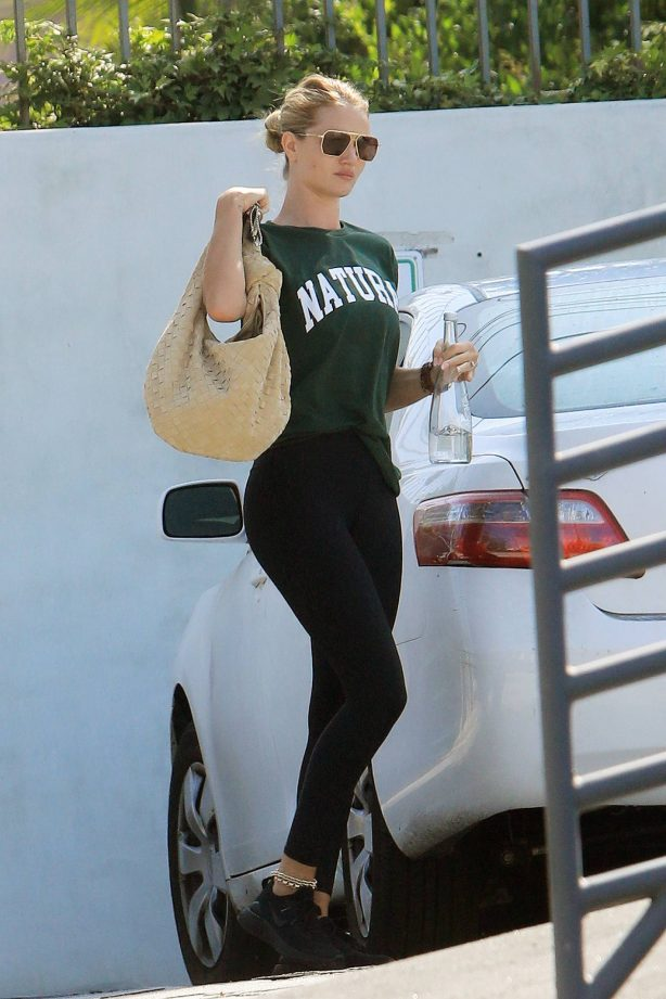 Rosie Huntington-Whiteley - Spotted at a gym in Los Angeles