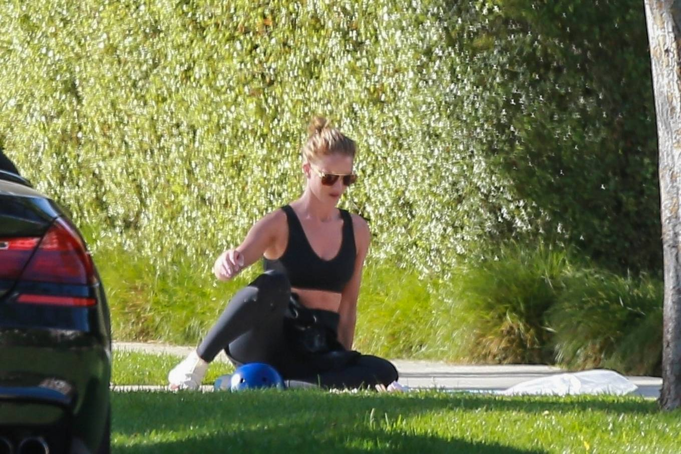 Rosie Huntington-Whiteley 2020 : Rosie Huntington-Whiteley – Spotted in front of their Beverly Hills home-12