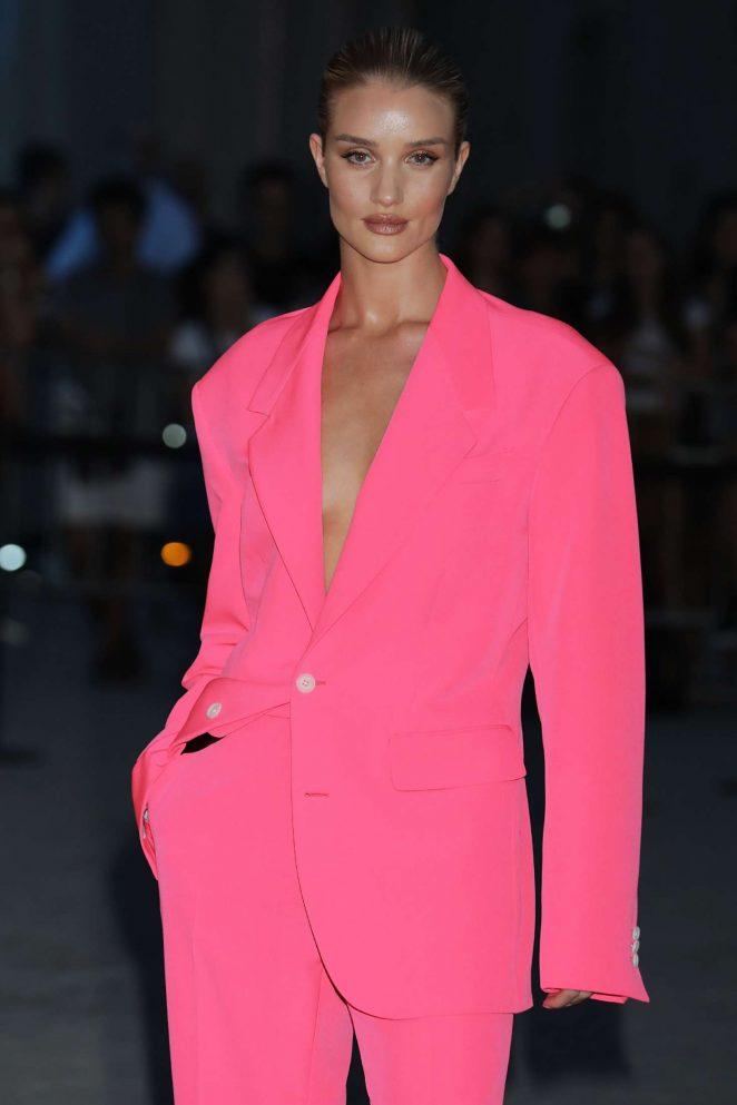 Rosie Huntington Whiteley - Versace Fashion Show in Milan