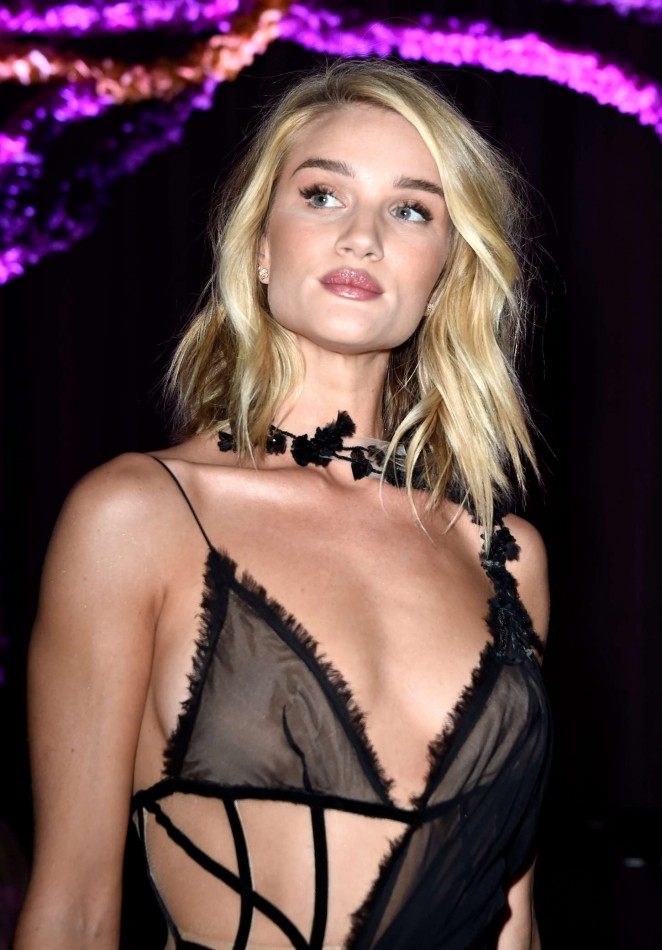Rosie Huntington Whiteley – Versace Fashion Show in Paris Rosie Huntington Whiteley