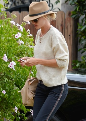 Rosie Huntington Whiteley - Visits a friend in Los Angeles