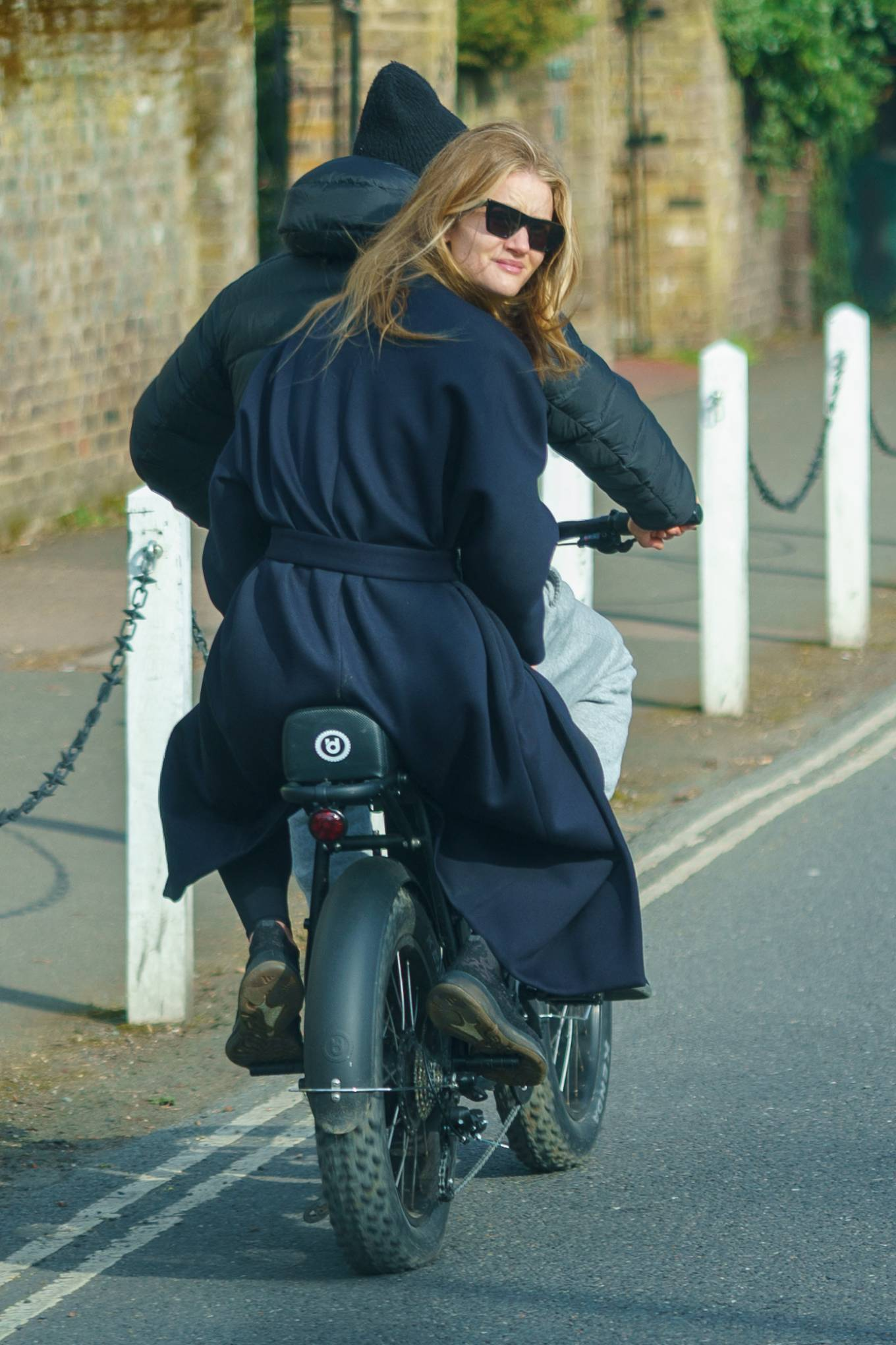 Rosie Huntington-Whiteley 2021 : Rosie Huntington-Whiteley – With Jason Statham ride electric bike in London-02