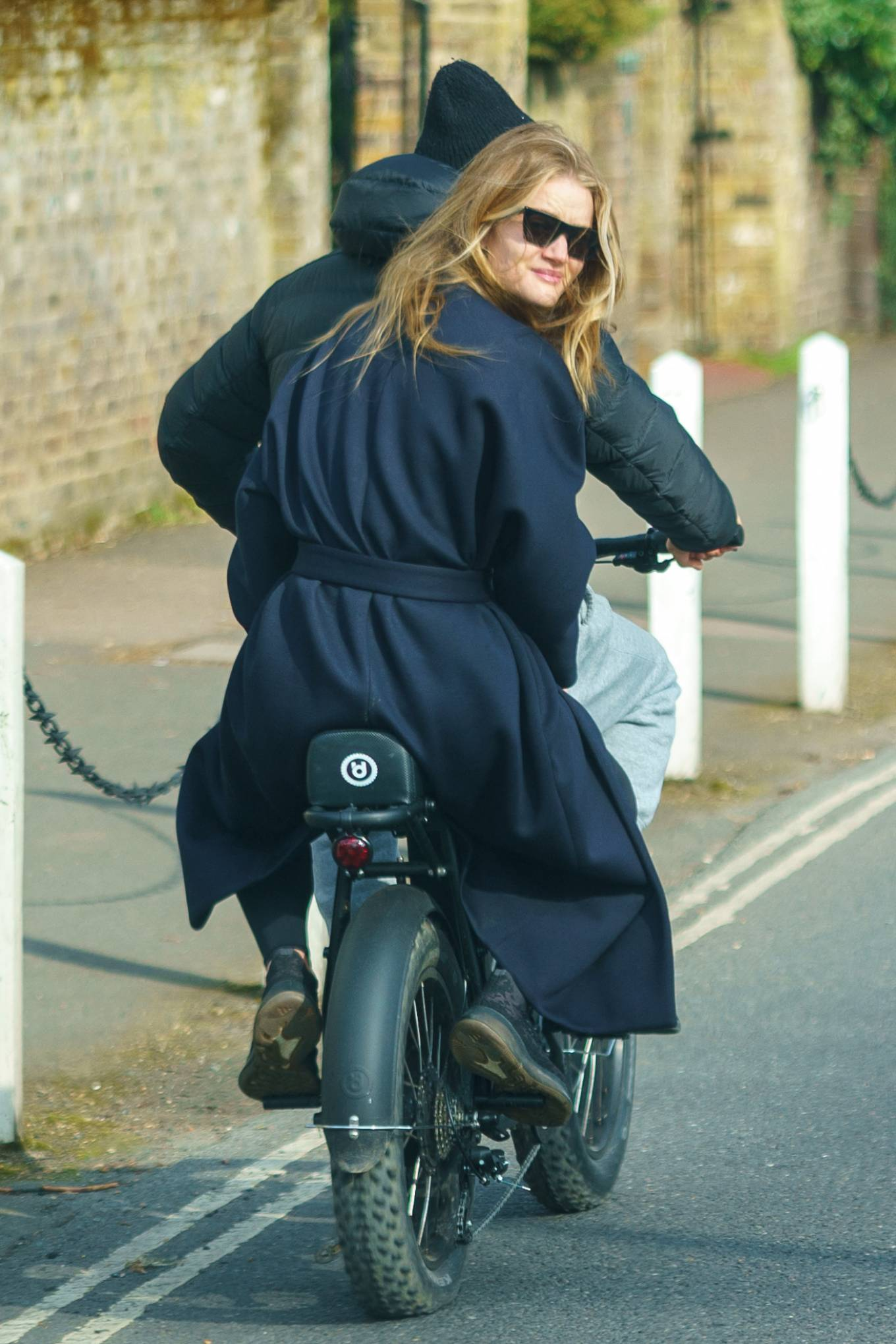 Rosie Huntington-Whiteley 2021 : Rosie Huntington-Whiteley – With Jason Statham ride electric bike in London-16