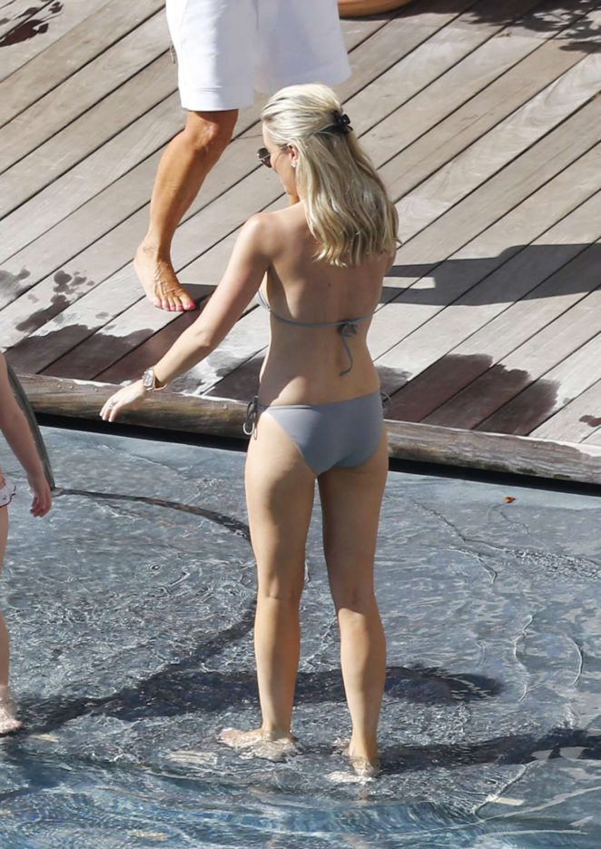 Roxy Jacenko in Bikini 2017 -07
