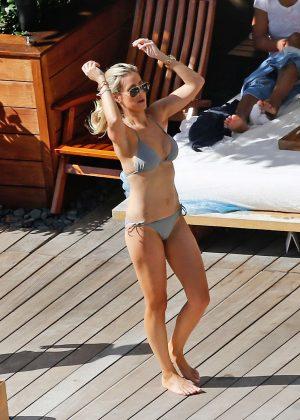 Roxy Jacenko In Bikini At A Pool In Hawaii