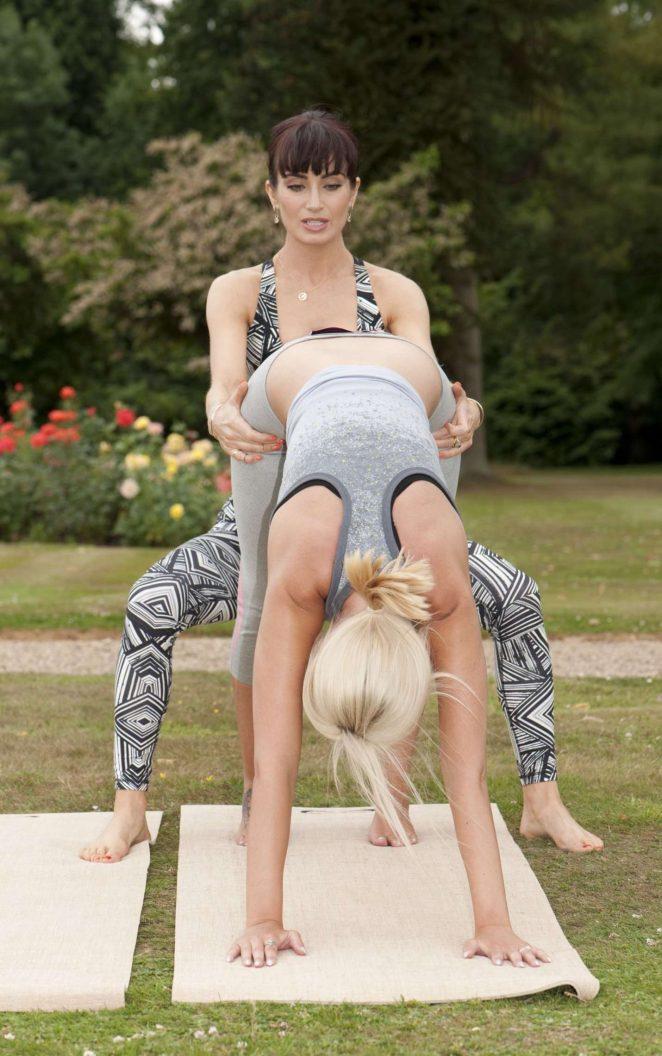 Training Yoga 09Gotceleb SugdenPersonal Shahidi Roxy And Rhian 7gY6vbIfy