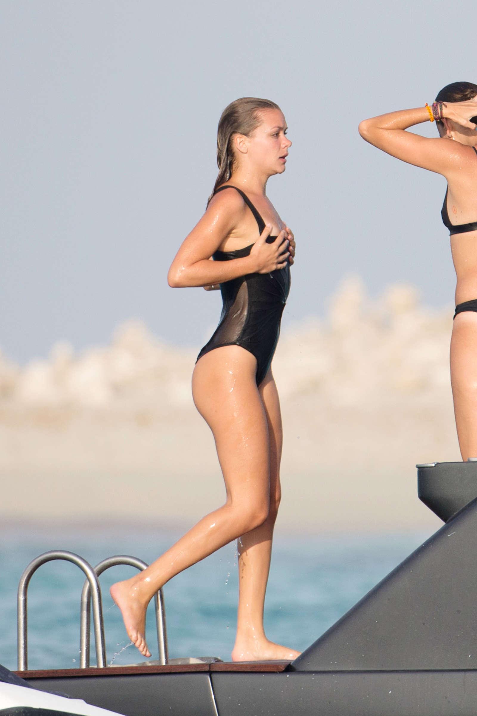 Bikini Ruby Rose nudes (53 foto and video), Sexy, Paparazzi, Feet, in bikini 2006