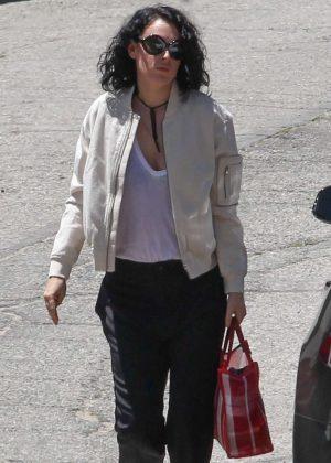 Rumer Willis Arriving at her sisters house in Studio City