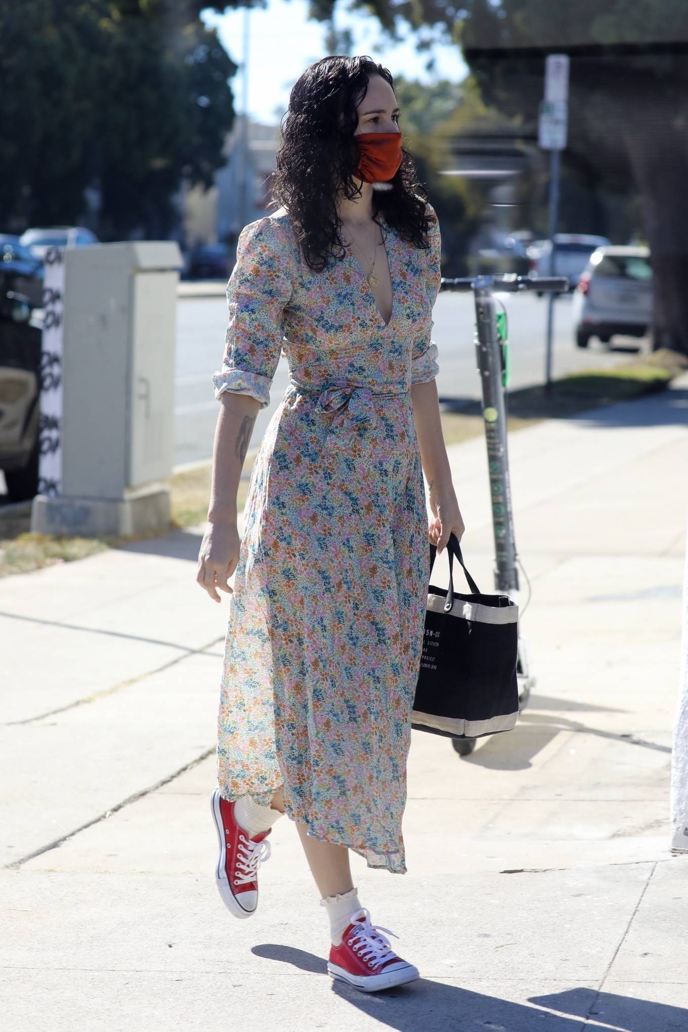 Rumer Willis - In a dress while getting her nails done in Los Angeles