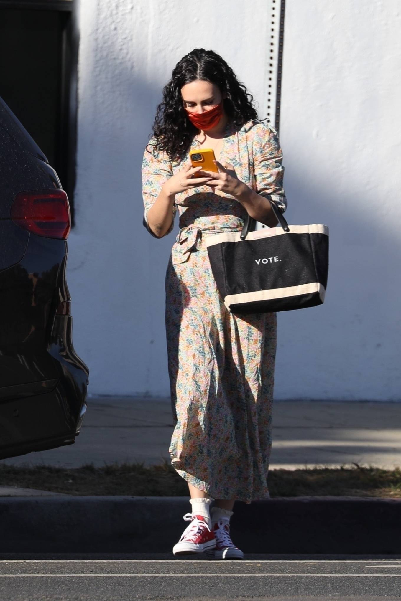 Rumer Willis 2020 : Rumer Willis – In a dress while getting her nails done in Los Angeles-08