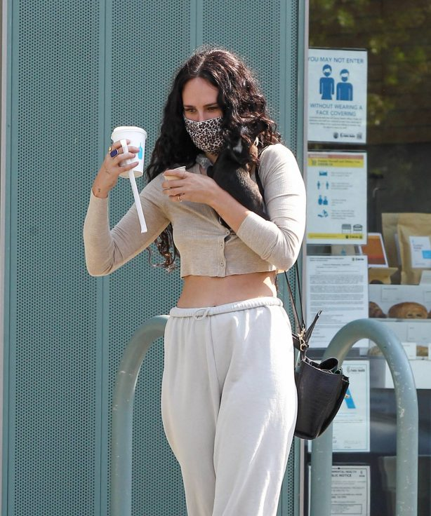 Rumer Willis - Out with her new puppy in Los Angeles